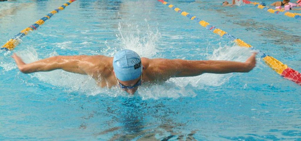 nuotatore piscina